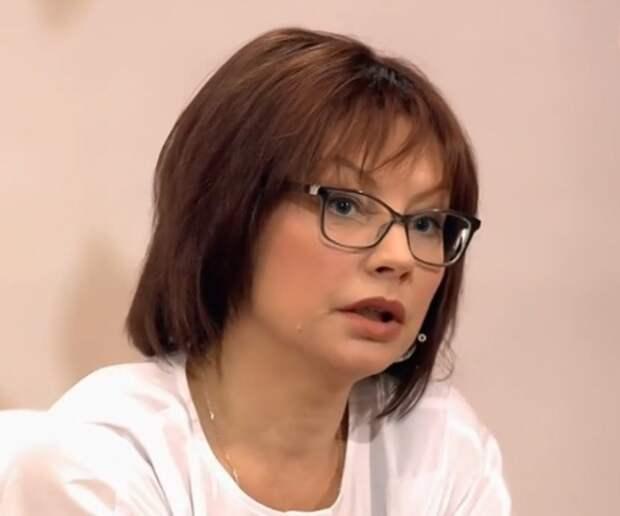 Алена Бабенко призналась, что ее 17-летний брак распался из-за ее загулов