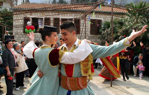 Из девочки в мужчину: Кто такие черногорские вирджины