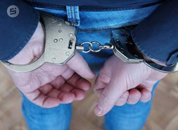 Шесть лет «строгача» получил житель Удмуртии за избиение подруги и нападение на полицейского