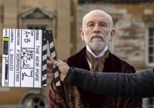 Кадры со съёмок «Нового Папы»