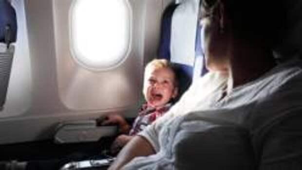 Как не оказаться в самолёте рядом с плачущими детьми
