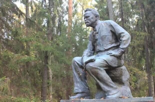 Памятник снайперу в Борке. /Фото: c.radikal.ru