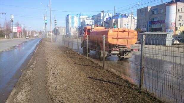 Дорожники начали мыть улицы Ижевска
