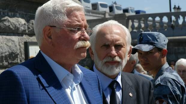 Руцкой рассказал, как Ельцин пытался сбежать в американское посольство