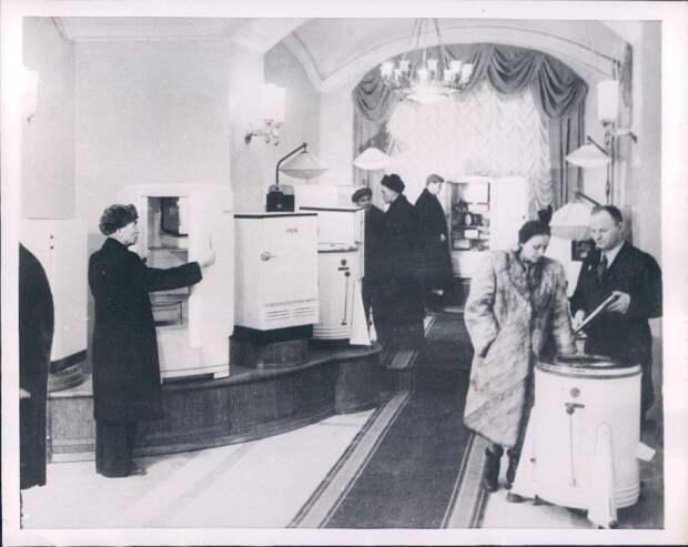 1954. Москва. Холодильники и стиральные машины теперь доступны населению столицы