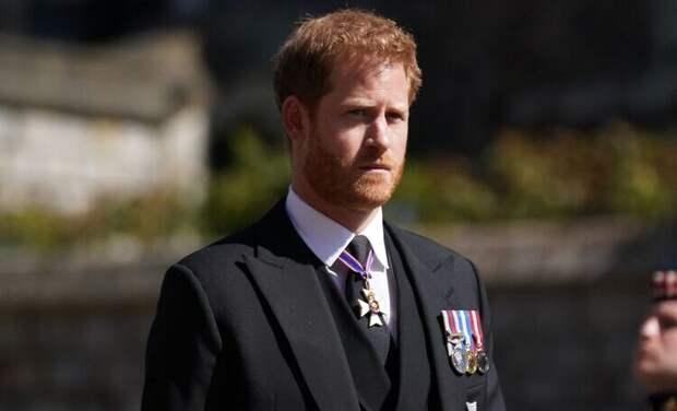 Обратно к Меган: принц Гарри улетел в США за день до 95-летия королевы Елизаветы II