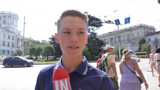 У микрофона молодёжь Севастополя:  что будет с Россией? (опрос)