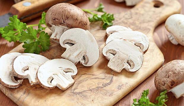 Варим рис с бульоном, а потом добавляем грибы: гарнир стал ризотто и теперь его можно есть без мяса