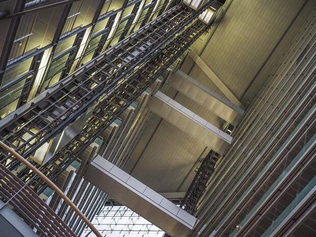 В московском вузе упал лифт со студентами