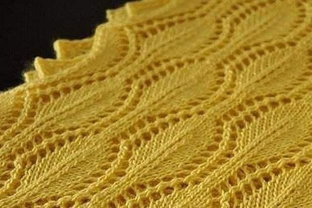Красивый узор с листиками, вяжем спицами