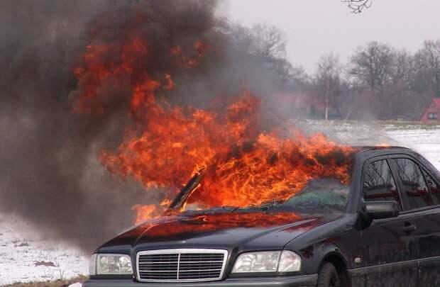 Житель Удмуртии поджёг машину своей соседки после конфликта с ней
