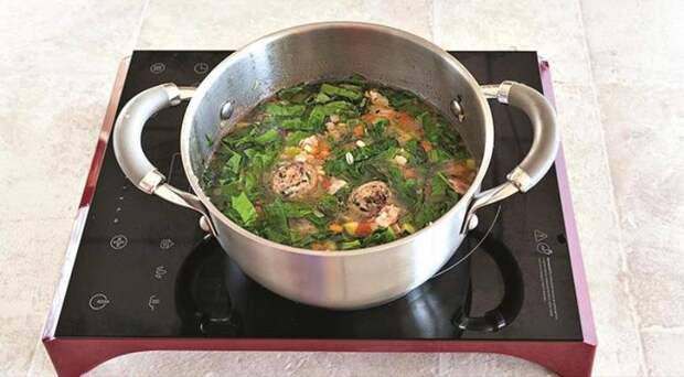 Сытный овощной минестроне с перловкой и фрикадельками. Шаг 6