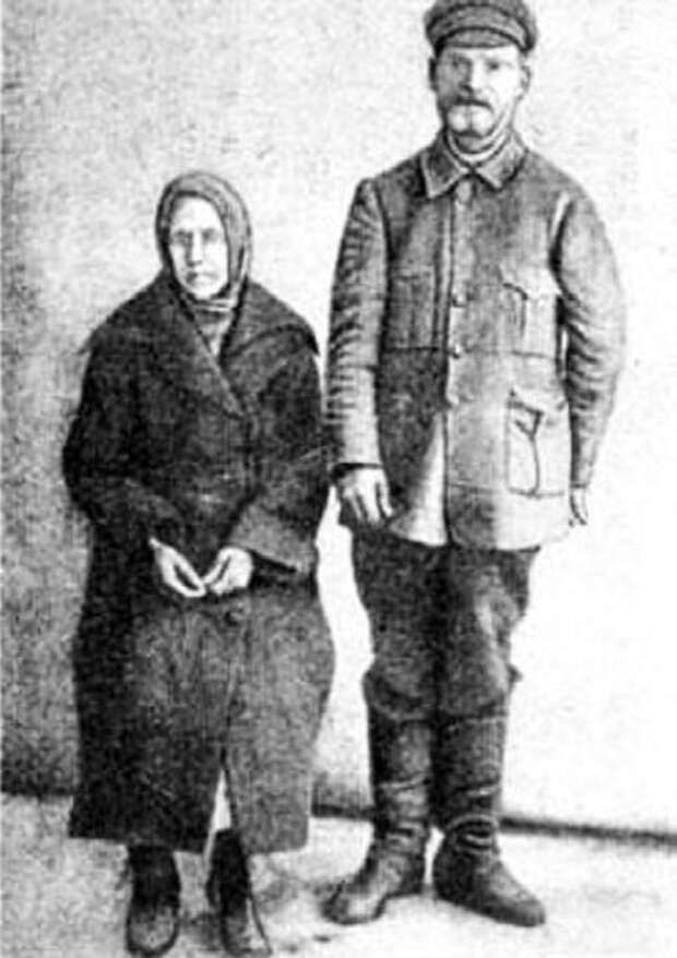 Василий Комаров с женой.