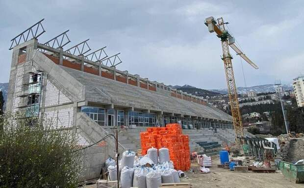 Работы по реконструкции ФОК «Авангард» в Ялте идут по графику. Срок сдачи стадиона — конец 2021 года