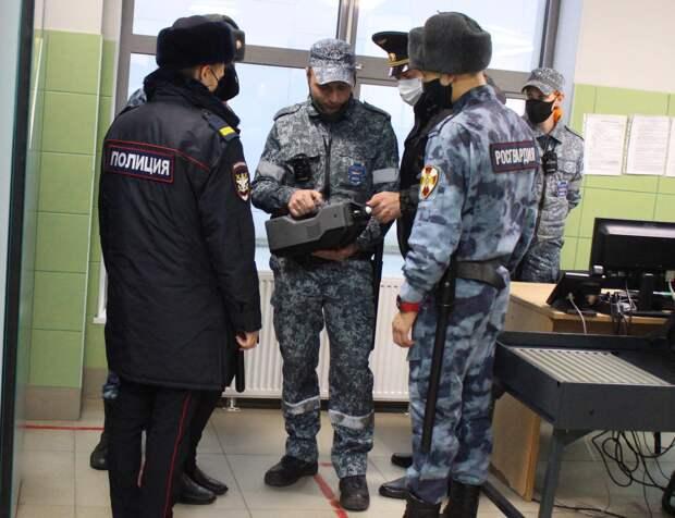 Крымские силовики получили новейшие детекторы для поиска взрывчатки и наркотиков