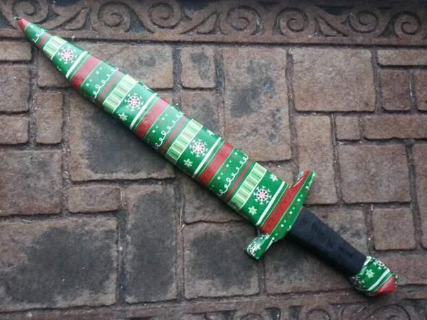 3. Это подарочная карта. Чтобы упаковать ее в виде меча понадобились картон и песок мастера упаковки, подарок, прикол, упаковка