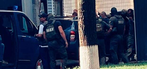 Судья-коррупционер разжёг междоусобицу силовиков на Украине