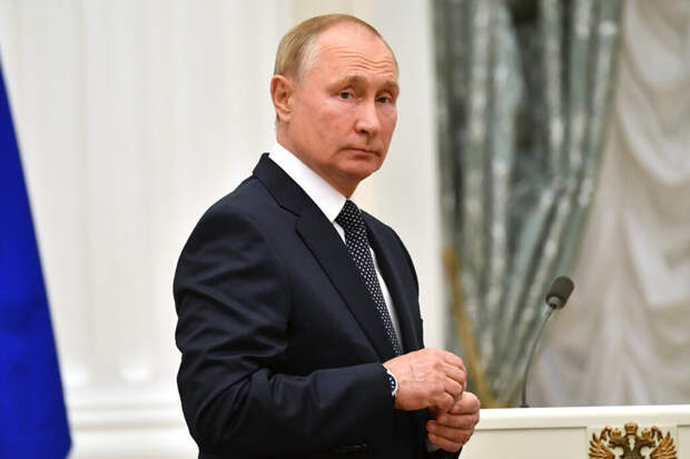 Путин поручил проиндексировать зарплаты силовиков и военных