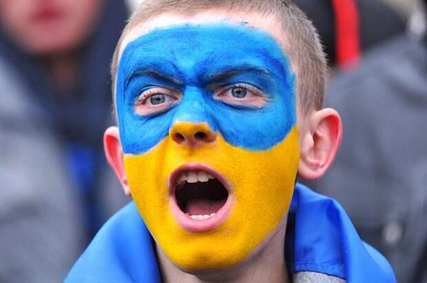 Румыны заставили украинских фанатов убрать флаг с нацистским лозунгом (ФОТО)
