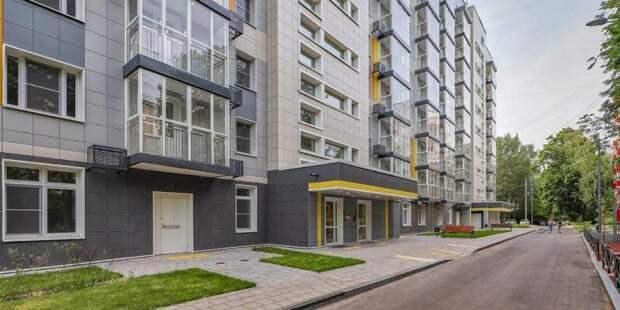 Собянин осмотрел заселяемый в рамках реновации дом в Лосиноостровском