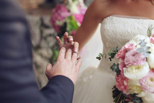 Расходы  на свадьбу поровну... Это нормально?