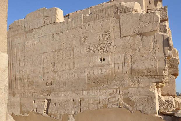 Кто, когда и зачем сбивал имена, названия городов и стран на памятниках Древнего Египта