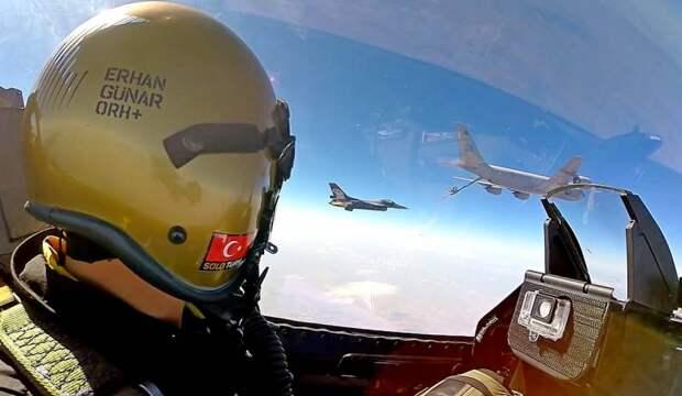 Десятки турецких истребителей замечены в небе Ливии
