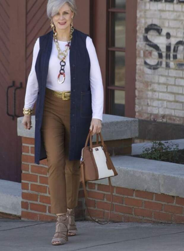 Модные Чинос: 17 образов с брюками чинос для женщин за 50.