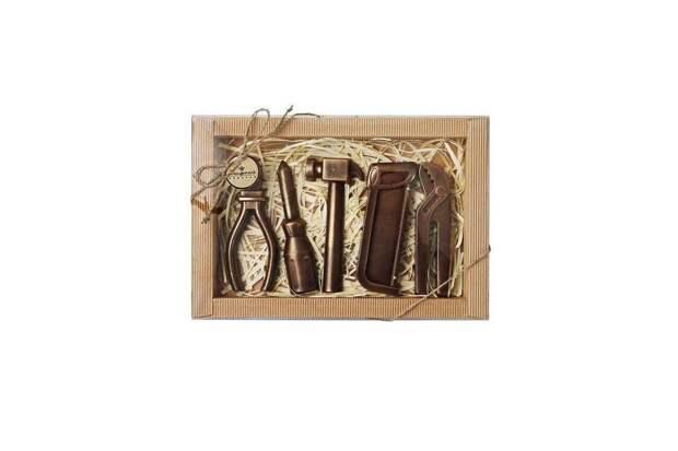 Как выбрать оригинальный сладкий подарок на профессиональный праздник?