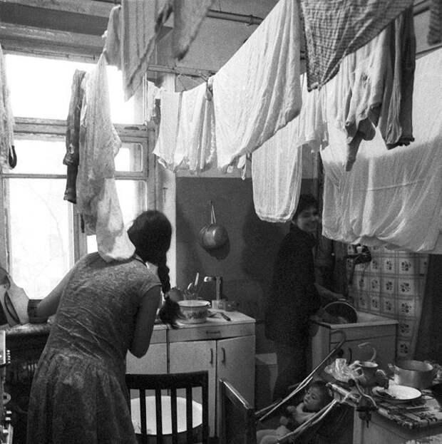 4. Кто-то проживал в общагах даже с детьми, тогда семьям выделяли отдельную комнату девушки, интересно, ностальгия, общежития ссср, студенчество, фото