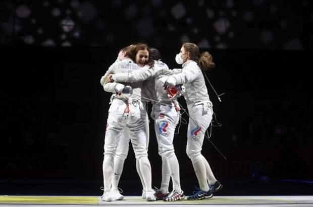 Российские саблистки вышли в финал командного турнира на Играх в Токио