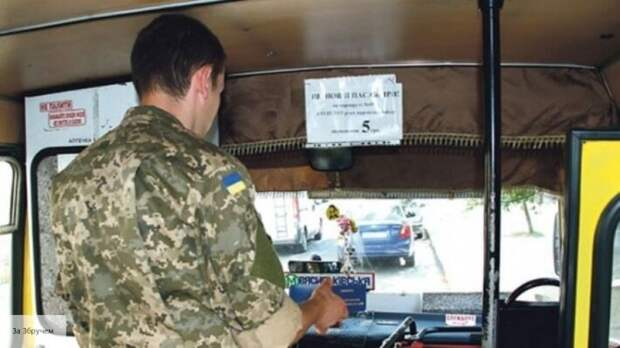 «Теперь ты десятый, а я поеду»: в Киеве пассажир выставил из автобуса водителя