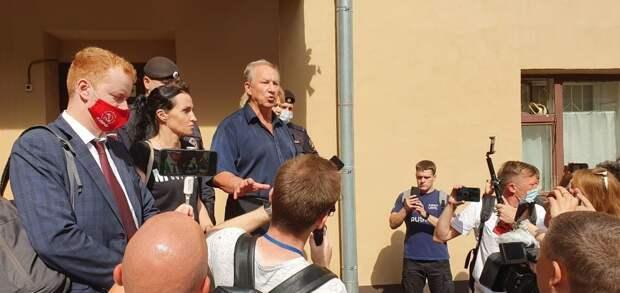 Коммунист Рашкин организовал массовое задержание своих сторонников у приемной Путина