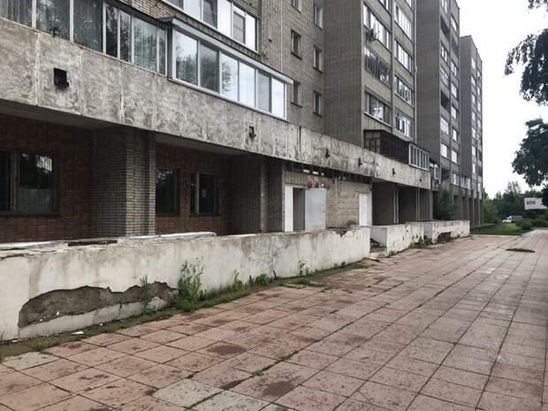 Детскую поликлинику на улице Сибирской в Глазове закрыли на капремонт