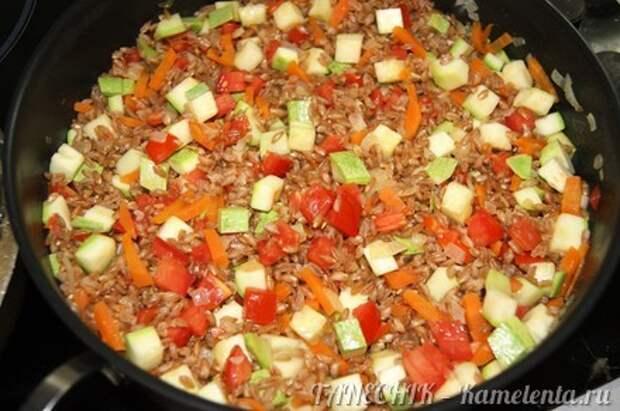 Приготовление рецепта Полба с овощами шаг 7