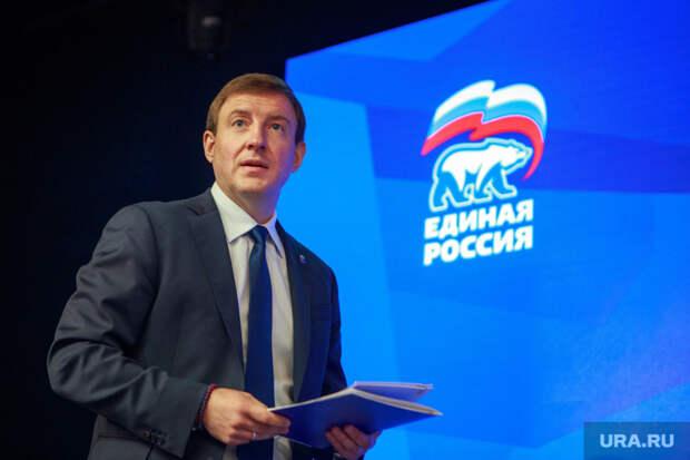 Медведев планирует сменить Путина на посту президента в 2024 году. Поэтому отстраняется от пенсионной реформы