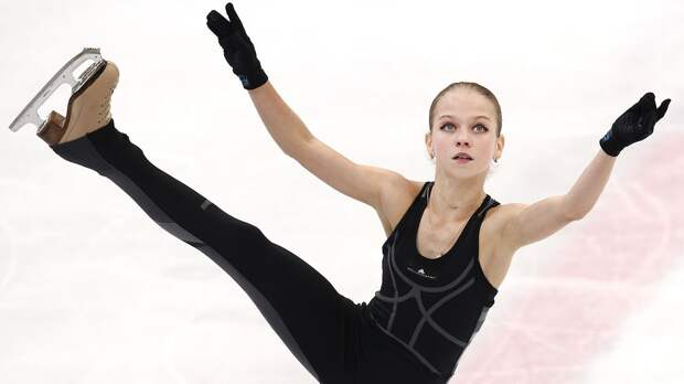 Как Трусова готовится кновому сезону: параллельный прыжок сПлющенко, 4-й риттбергер иновые программы отРозанова