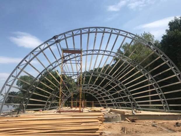 ВАлександровском саду монтируют историческую сцену-ракушку