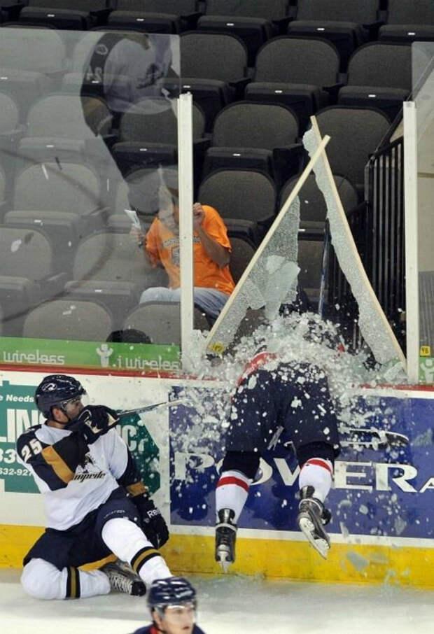 Этот жестокий хоккей.