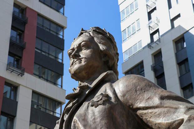 Зураб Церетели осчастливил столицу новым памятником Петру I