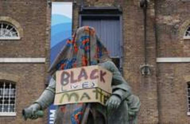 Музеям Великобритании запретили убирать из экспозиций статуи, вызывающие протесты