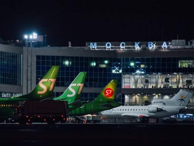 Почти 40 авиарейсов задержали и отменили в Москве