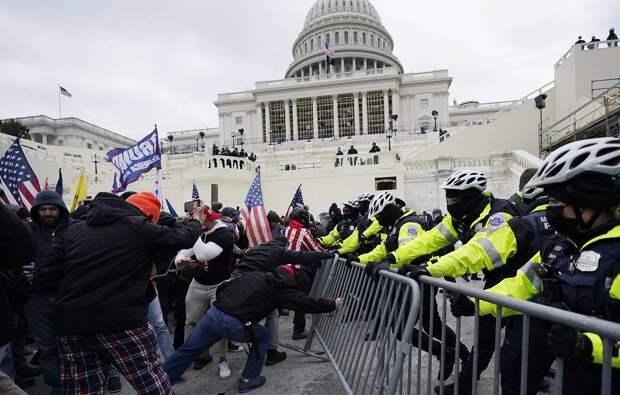 Футболистка Меган Рапино называет сторонников Трампа, взявших здание Конгресса, террористами и обличает полицейских в симпатиях к протестующим