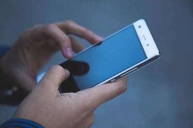 В Петербурге госпитализировали мужчину, у которого в руках взорвался телефон