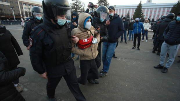 Несанкционированный митинг прошел на площади Советов в Барнауле