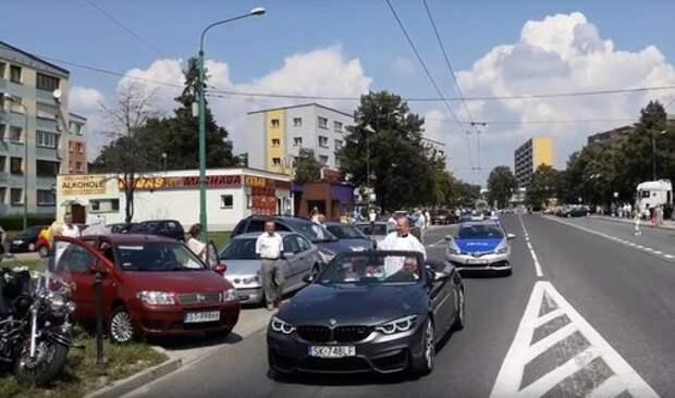 Папамобиль по-российски: священник благословлял паству с кабриолета BMW