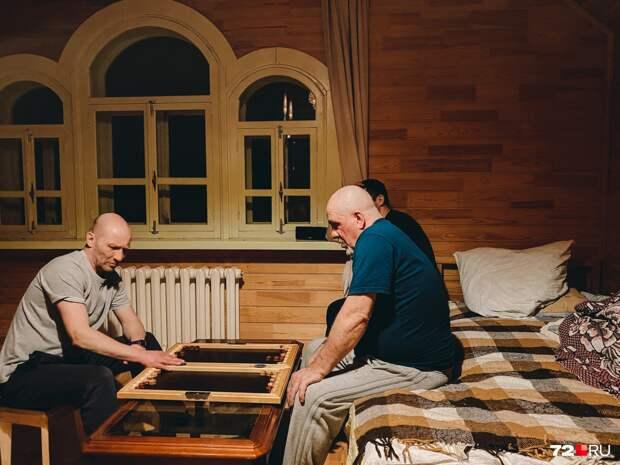 «Ненужные обществу»: как бывшие алкоголик и наркоман возвращают к жизни деревню-призрак