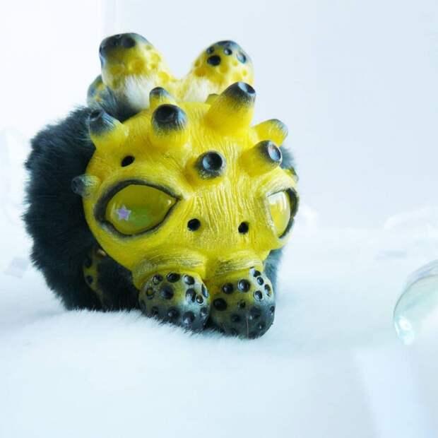 Эта художница делает милые и одновременно криповые игрушки
