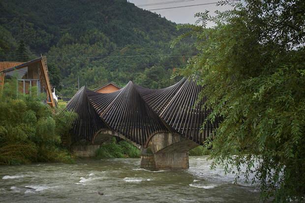 Удивительная выставка бамбуковой архитектуры