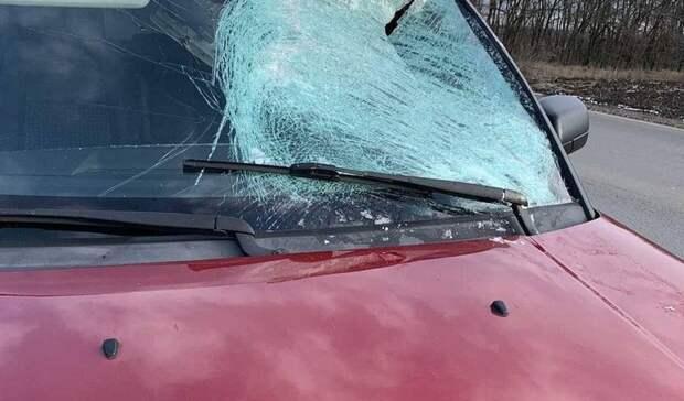 Пункт назначения: огромная глыба льда не оставила живого места на машине в Ростове